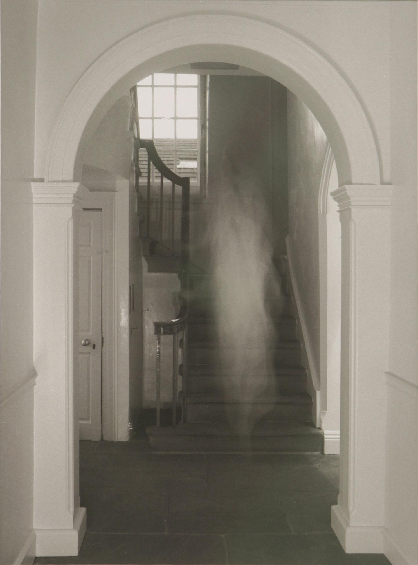 Bertola-Residual-hauntings-Hallway-2011-04